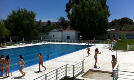 Valencia de Alcántara inaugura la temporada de baños con la apertura de la piscina municipal