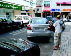 La campaña de la Policía Local para poner coto a los aparcacohes en Badajoz se salda con 29 denuncias