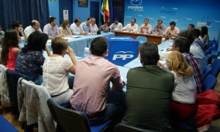 El PP de Cáceres recalca a sus dirigentes comarcales en seguir al lado de los extremeños y asociaciones