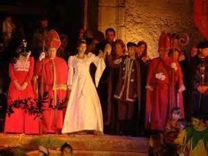 Valencia de Alcántara anima a los ciudadanos a participar en las representaciones teatrales de la Boda Regia