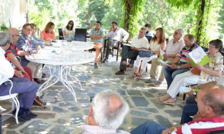 Del Moral se reúne con alcaldes y empresarios de Sierra de Gata para dar un impulso al turismo