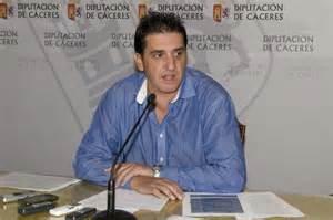 El diputado Saturnino López se reúne con los vecinos de Vegaviana para abordar el arreglo de la carretera
