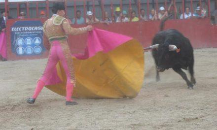 El novillero Abel Robles se hace con tres orejas en la novillada mixta de San Buenaventura en Moraleja