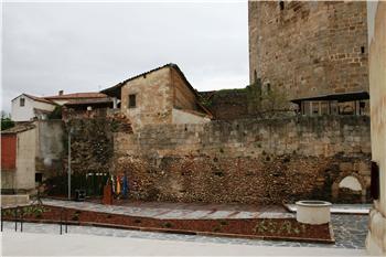 Coria acometerá mejoras en el foso del Castillo de la Plaza de la Cava por valor de 80.000 euros