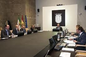 El Gobierno de Extremadura baja impuestos tras dos años teniendo el déficit más bajo del país
