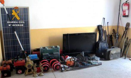 Detenidas dos personas por doce robos en casas de campo, naves y viviendas en Navalvillar de Pela