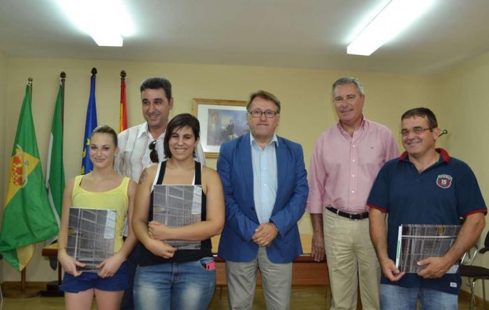 Del Moral entrega tres viviendas sociales a familias de Cadalso de Gata y anuncia otras seis en Calzadilla