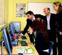 Red Conecta acerca las tecnologías a personas en riesgo de exclusión social en Don Benito