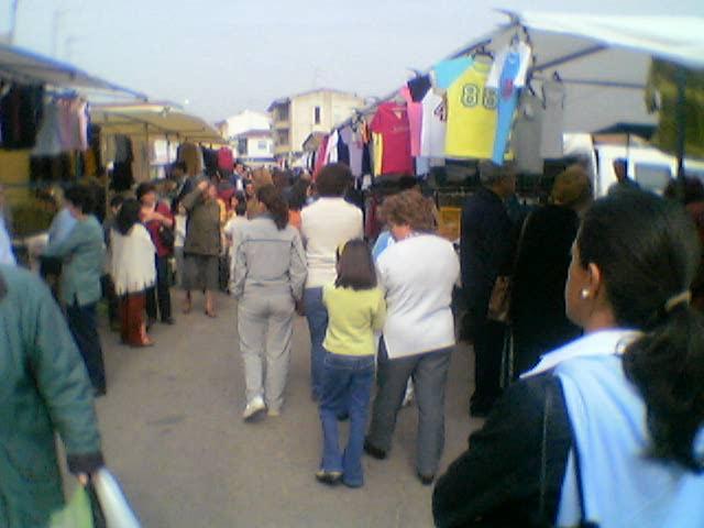 La nueva ordenanza de mercadillos de Badajoz prevé multas de hasta 600 euros por dejar la suciedad