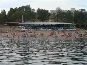 La región promociona los apartamentos de la playa de Orellana como modelo turístico de 'costa de interior'