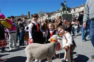 Más de 15.000 personas entonan los cánticos de la popular fiesta de El Chíviri en Trujillo