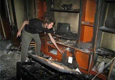 Los bomberos de Cáceres rescatan a una mujer que se iba a tirar desde una ventana para huir del fuego