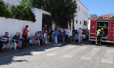 Un incendio en la residencia de ancianos de Valencia de Alcántara se salda sin heridos  y obliga al desalojo