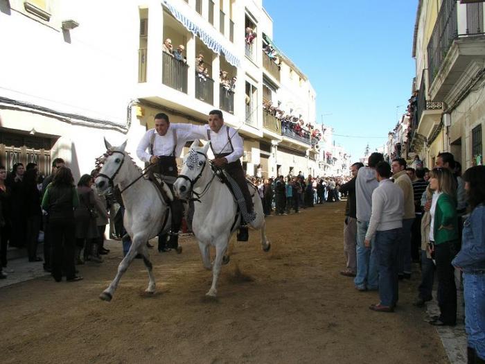 La Fiesta del Día de la Luz congrega a 12.000 personas de España y del extranjero en Arroyo de la Luz
