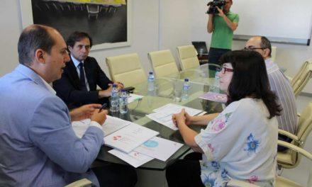 Hernández Carrón felicita a la Asociación de Donantes de Médula Ósea por la Medalla de Extremadura