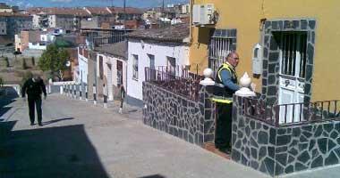 Dos hombres disparan contra la fachada de una vivienda del barrio pacense de Cerro de Reyes