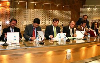 El presidente de la Junta y los agentes sociales firman el Plan de Fomento y Calidad en el Empleo de la región