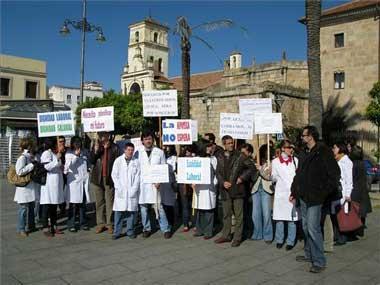 Trabajadores de la Asociación Síndrome de Down de Extremadura exigen el pago de atrasos en los sueldos