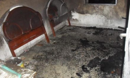 La Guardia Civil rescata a dos personas del interior de una vivienda en llamas en Barquilla de Pinares