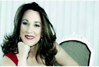 El ciclo 'Cantando Copla' acerca el espectáculo de la artista cacereña Raquel Palma a El Batán