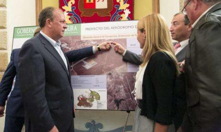 Monago anuncia una inversión de 4,4 millones de euros  para construir el Aeródromo de Cáceres