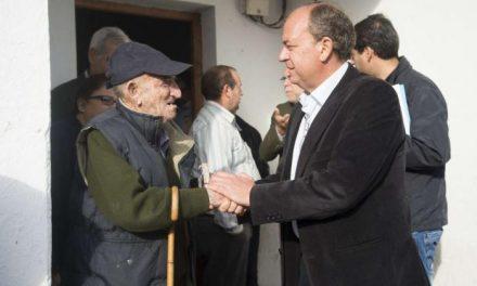 Monago entrega en Valdencín los primeros 28 huertos propiedad del Gobierno a sus agricultores