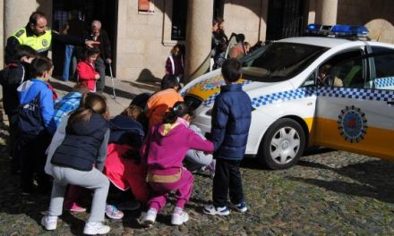 El Ayuntamiento de Valencia de Alcántara abre sus puertas a los alumnos de primero y segundo de primaria