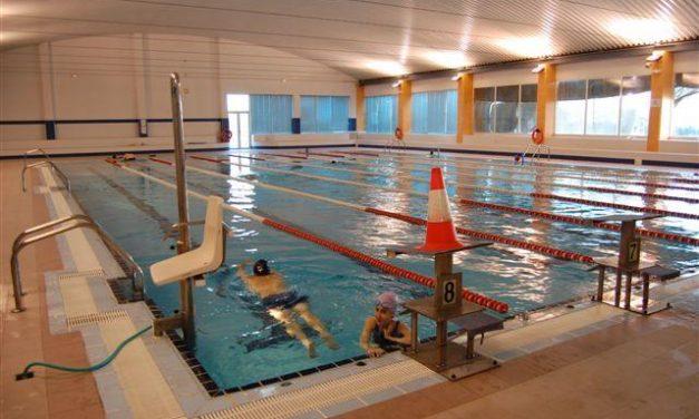 Un club deportivo utiliza la piscina climatizada de Navalmoral como si fuera de una empresa familiar privada