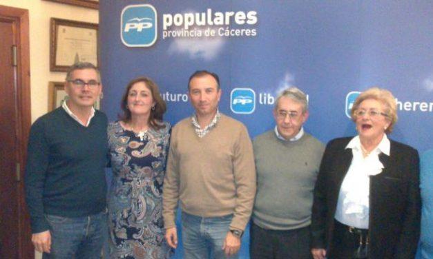 """León destaca la """"exitosa"""" labor  de Pablo Carrilho al frente de la Alcaldía de Valencia de Alcántara"""