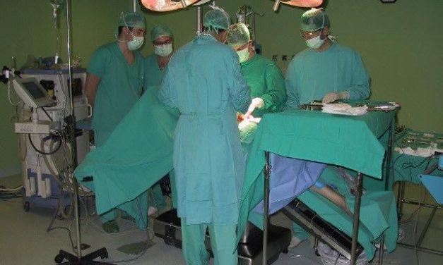 El Clínico de Barcelona extrae un riñón por la vagina a una cacereña de 66 años con cáncer renal