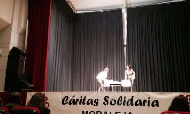 Cáritas Interparroquial de Moraleja recauda 2.000 kilos de alimentos y 720 euros en la III Gala Solidaria
