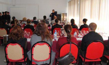 Estudiantes de restauración de Valencia de Alcántara participan en una cata didáctica de vinos