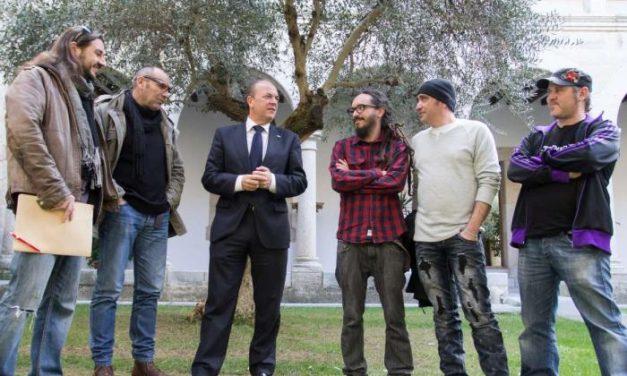 Monago anuncia que el Gobierno regional patrocinará al grupo extremeño Sínkope