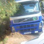 Un camión accidentado en Robledillo de Gata dispara la alarma entre los habitantes del pueblo