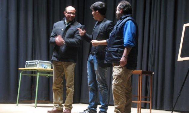 "El espectáculo ""Imposibilia"" del mago Jorge Luengo logra un lleno total en la casa de cultura de Moraleja"