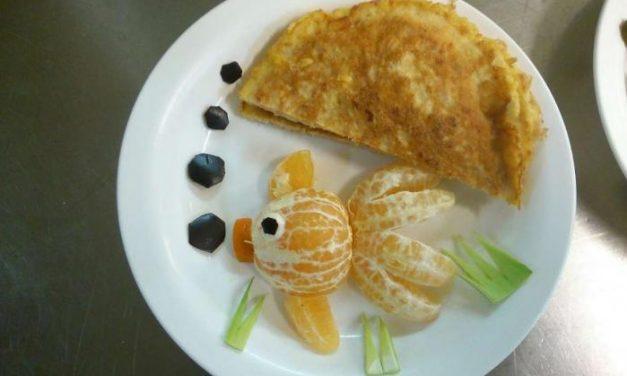 Cocineros de los Hospitales de Mérida y Don Benito elaboran platos especiales para los niños ingresados