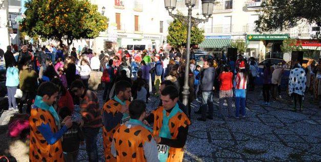 La San Silvestre de Valencia de Alcántara recauda alrededor de 200 kilos de alimento para Cáritas Local