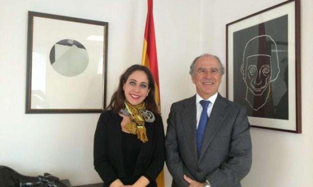 Muñoz presenta el Sistema de Garantía para mayores de 45 años al embajador español en Francia