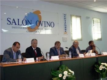 El consejero de Agricultura anuncia en Castuera la creación de una mesa estable del sector del ovino