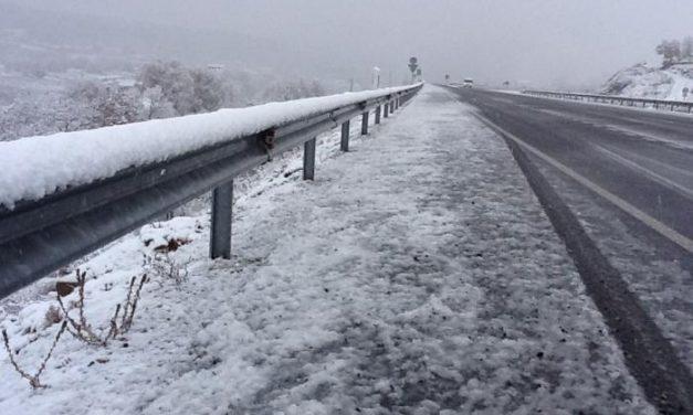 Seis carreteras del norte de Cáceres se mantienen cerradas al tráfico debido a las nevadas registradas