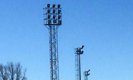 """El Campo de Fútbol """"La Isla"""" de Coria estrena su nueva iluminación en las torres e instalaciones"""