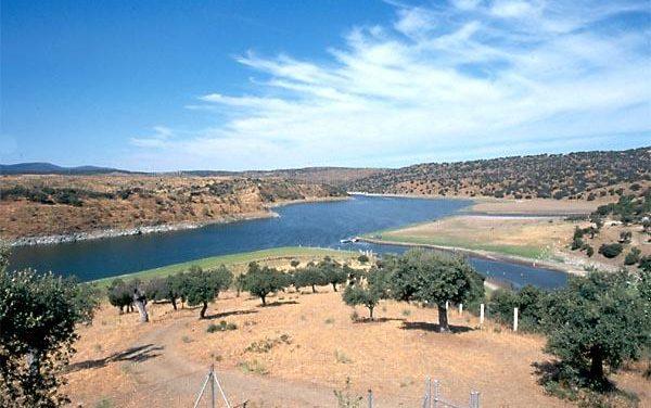 Grupos ecologistas organizan una acampada para protestar contra el proyecto Isla de Valdecañas