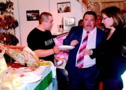 La II Feria Gastronómica que se celebra en Almendralejo abre los actos con carácter lúdico del fin de semana