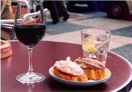 Monago anuncia una inversión de 800.000 euros para promocionar el turismo gastronómico regional