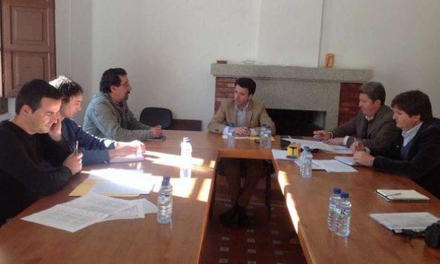José Luis Gil Soto visita Las Hurdes donde destaca la inversión de más de un millón en caminos rurales