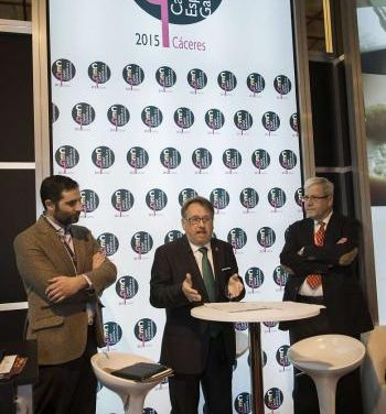 El consejero de Turismo presenta la Ruta del Queso de Extremadura en FITUR 2015 en Madrid