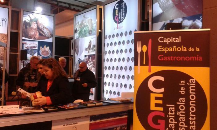 Correos pone en circulación 220.000 sellos para dar a conocer Cáceres como Capital de la Gastronomía