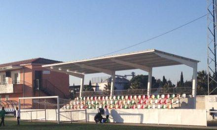 El polideportivo de Moraleja ya cuenta con una nueva pista de pádel y techos habilitados para las gradas