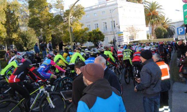 Cerca de 300 ciclistas participan en Valencia de Alcántara en la VIII Transcampiña Maratón