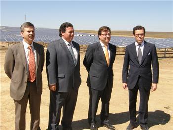 El presidente de la Junta inaugura en Trujillo la mayor planta fotovoltaica de Europa con una potencia 30 MW